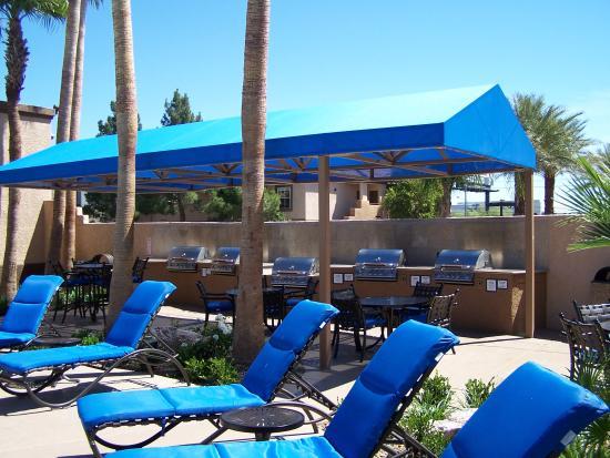 Desert Paradise Resort Outdoor Cooking Area