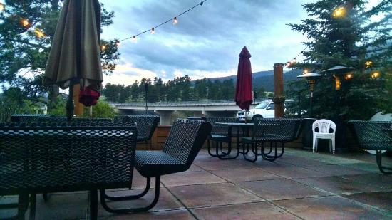 Tuscany Tavern : Patio in the evening