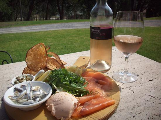 Medhurst Cellar Door and More Cafe: Fisherman's Paddle & Rose