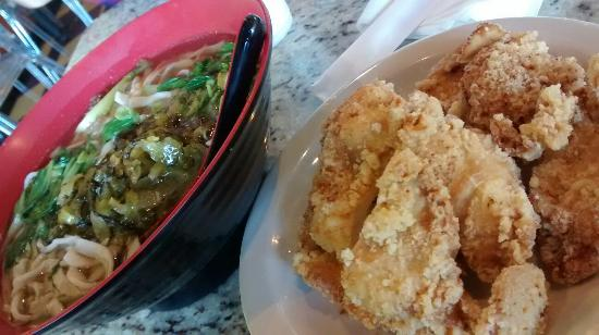 Beef noodle soup and fried chicken noodle soup - Foto di Coco's Cafe ...