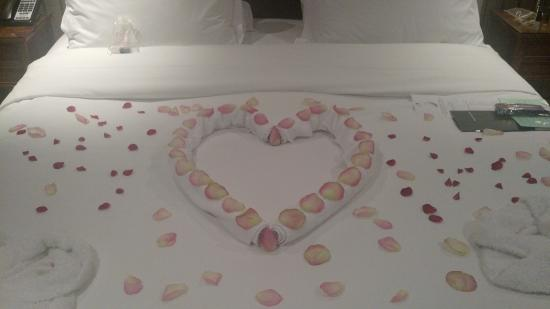 The Montague on The Gardens: Rose petals on bed