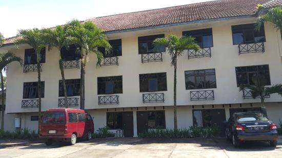 Augusta Hotel: Rooming from outside