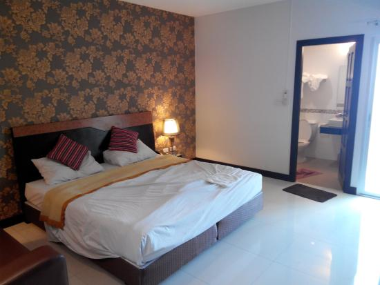 G2 Hotel Group: Big Double Bed And Spacious Room. No Electric Water Kettle  Or