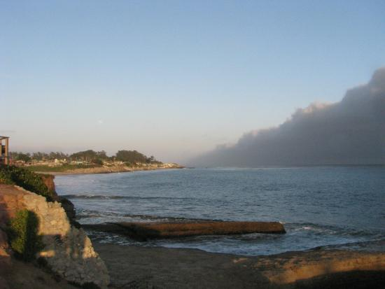 أوشن إيكو إن آند بيتش كوتيدجز: left of beach