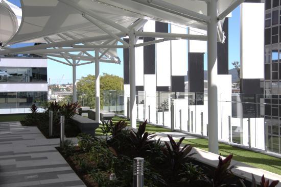 garden terrace picture of meriton serviced apartments. Black Bedroom Furniture Sets. Home Design Ideas