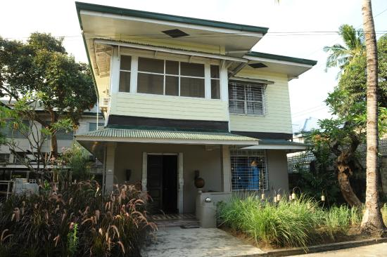 The Henry Hotel Manila: Eric Paras Furniture Showroom