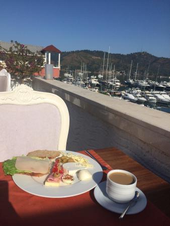 Yacht Roof Restaurant : Очень приятная атмосфера и вкусная еда! Прекрасное место для проживания