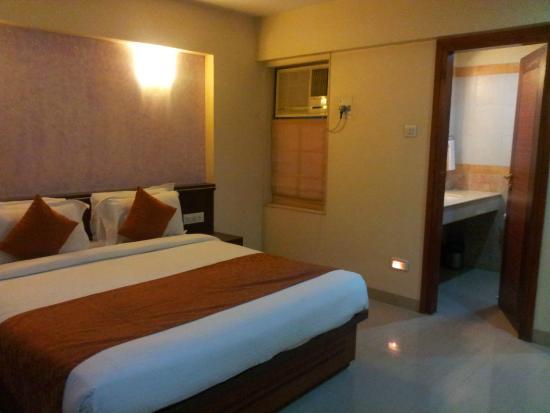 Golden Tree Goradias : Luxurious Deluxe Room