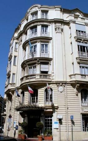 Hotel Le Scribe: Вид с улицы
