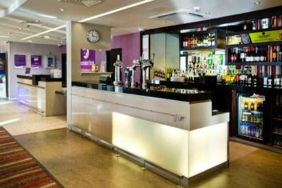 Premier Inn Ayr A77/Racecourse Hotel: Bar