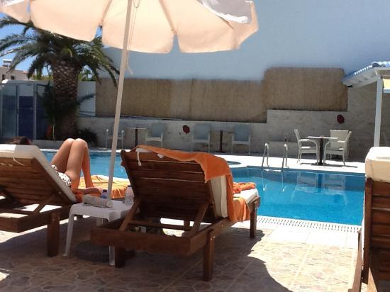 Hotel Areti: Genieten aan de rand van het zwembad