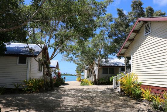 Bayview Resort: Looking over several of the bungalows