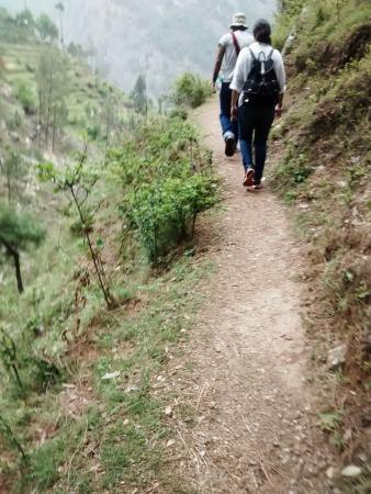Tirthan Valley: trek to the nameless waterfall