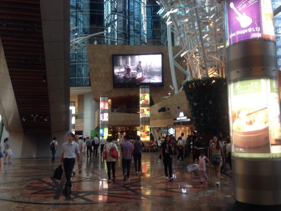 Cordis, Hong Kong at Langham Place: Mall's L4 foyer