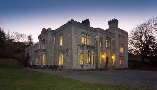 Ffarm Country House: The Ffarm at dusk