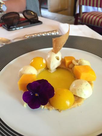 Chateau de Vault-de-Lugny : Манговый десерт