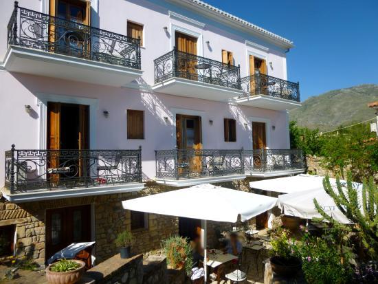 Archontiko Art Hotel : Petit déjeuner en terrasse