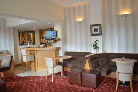 Westlynne Hotel/Apartments: Bar Area