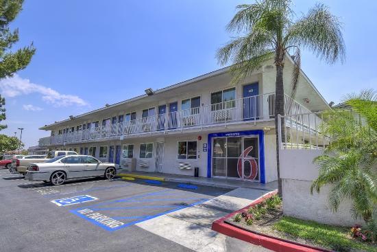 Exterior picture of motel 6 fontana fontana tripadvisor for Motel exterior design