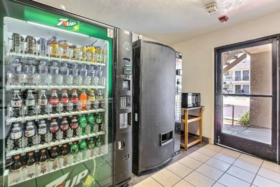 Motel 6 Oakland Airport: Vending