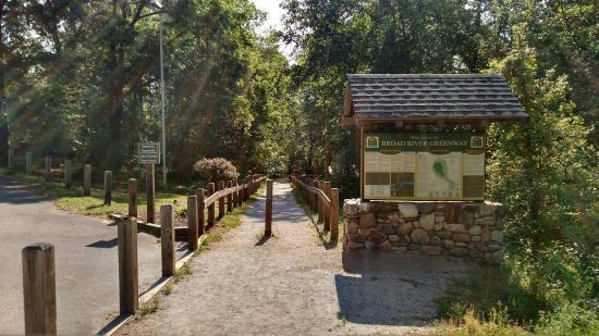 Boiling Springs, Carolina del Norte: Trail head at Broad River Greenway
