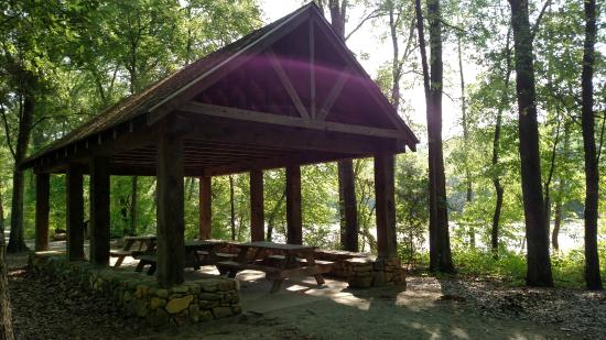 Boiling Springs, นอร์ทแคโรไลนา: Picnic Shelter at the Broad River Greenway
