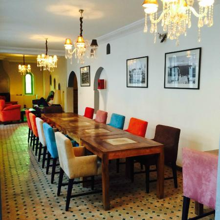 Riad Shemsi: Breakfast area with tv and sofa bit at the end