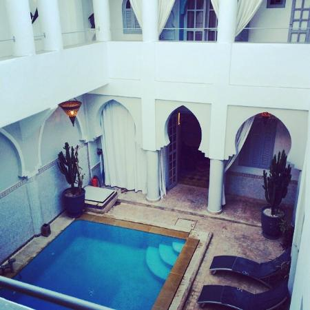 Riad Shemsi: View of the pool from our room