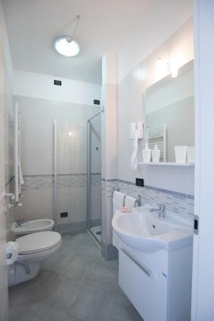 Bagni indipendenti con Phon e miscelatori termostatici nelle docce ...