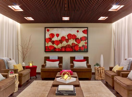 Garden City Hotel: Luxurious relaxation retreat for pre and post spa services.