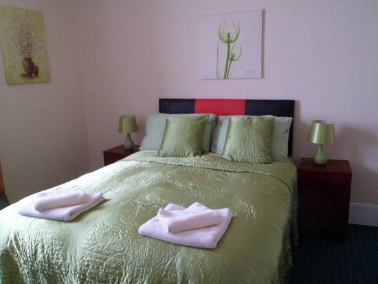 Sherwood Hotel : Seaview  Room  -  3rd Floor