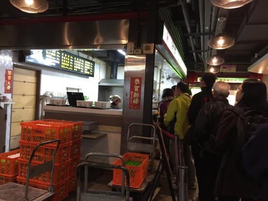 Huashan Market: the line