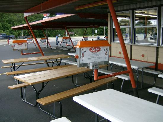 Rudy's Drive In Restaurant: Inside & Outside Seating