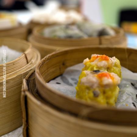 NextStopHongKong - Hong Kong Private Walking Tour : Grab some traditional dim sum with us