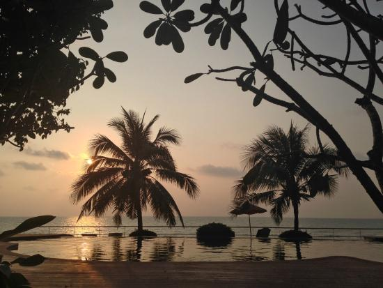Koh Chang Grand View Resort: Great sunset at the pool
