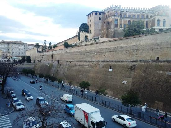 B&B Quovadis Roma 2 : View of the Vatican Walls from the appartment