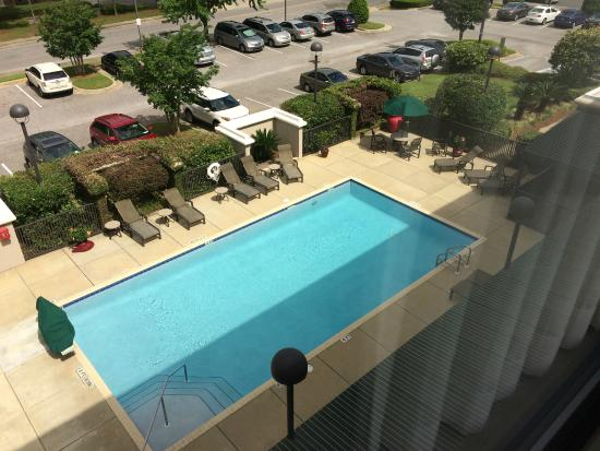 Hampton Inn Pensacola Airport (Cordova Mall Area): View of the pool from my room.