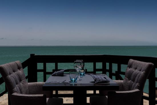 La Maison Du The Restaurant Dakhla: dejeuner au soleil...