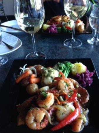 Courtenay, Canadá: Grilled Snapper with Prawns and Scallops