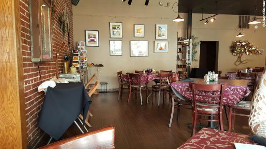 Tari's Cafe: Restaurant Seating