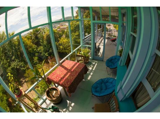 The Palace Backpackers: The views from the conservatory make it a great nook to relax and gaze at the horizon.