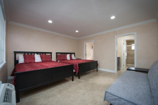 Nite Inn at Universal City: Connecting Suite (Sleeps 6 Adults 2 Children up to 14 yrs old)