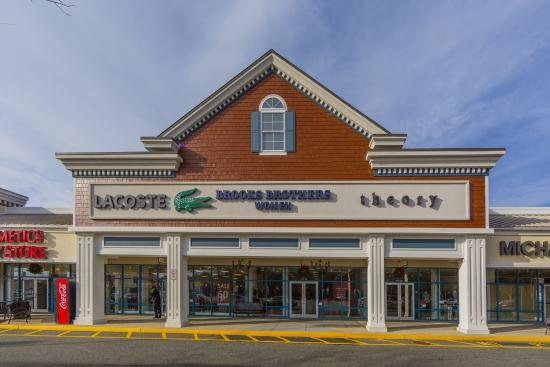 The Tanger Outlet - Riverhead is one of the popular outlet malls in New York with more than stores. The outlet center you can visit at: Tanger Mall Drive, Riverhead, NY /5(15).
