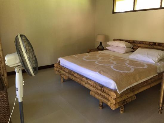 Eden Cottages: Bungalow #1 has A/C and floor fan. Room stayed nice and cool even when A/C off.
