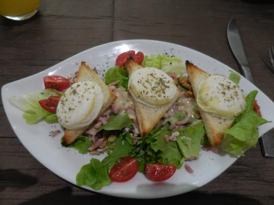 Auberge de la Luzerne: Salad with goat cheese