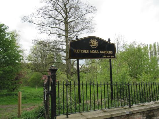 Fletcher Moss Park & Botanical Gardens: Entrance