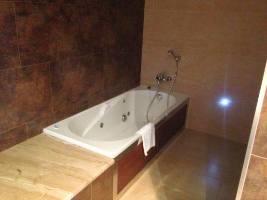Servigroup Montiboli : Room 201 Jazucci Bath