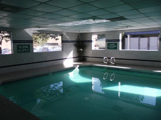 Shilo Inns Nampa: Another view of the pool.
