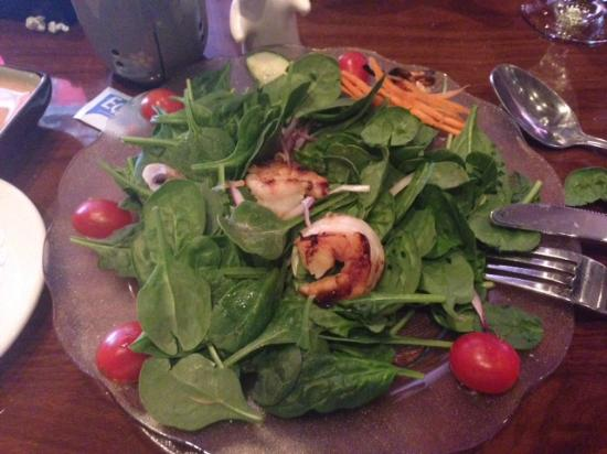"L'Thai West Organic Restaurant: Spinach Salad with ""tiger prawns"""