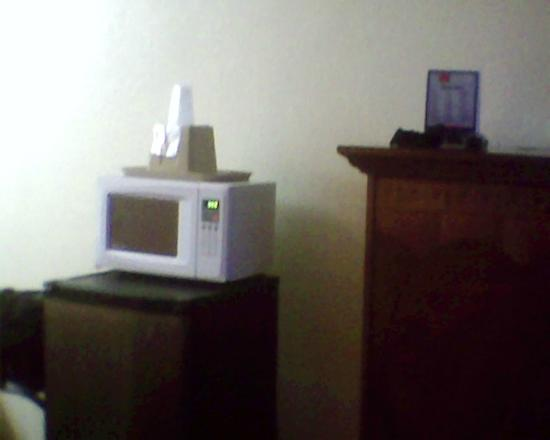 EconoLodge of Shorewood - Joliet: Mini Frig and Microwave